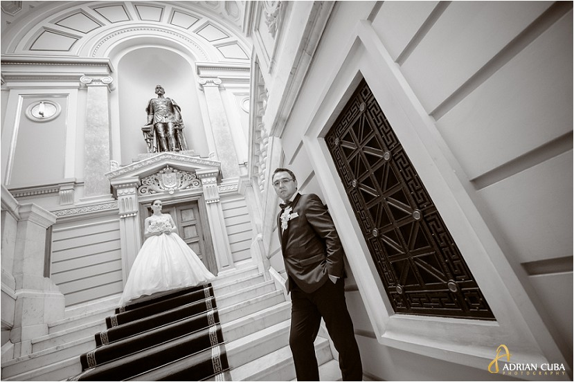 fotografie nunta Iasi, sedinta foto miri la biblioteca Mihai Eminescu, poza alb-negru