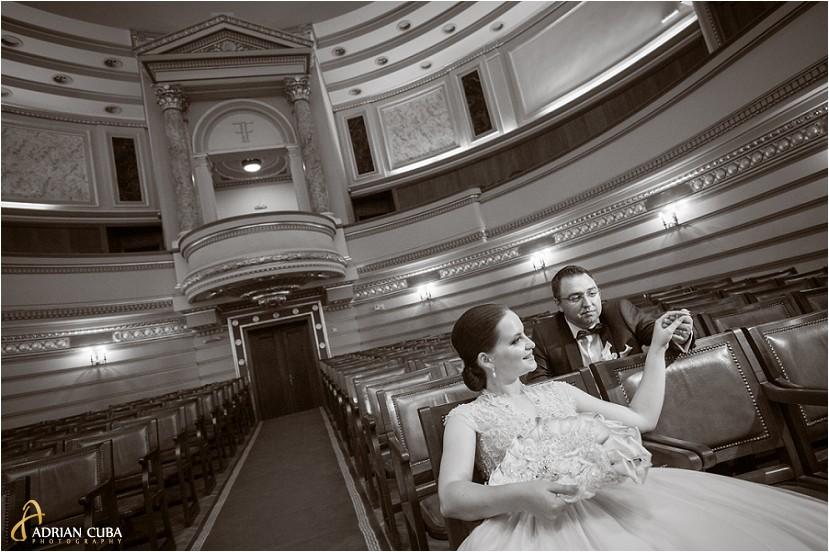 fotografie nunta iasi, sedinta foto miri la biblioteca Mihai Eminescu