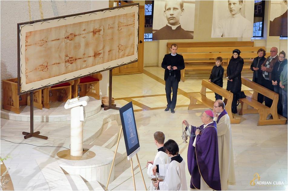 Giulgiul din Torino, in copie, a fost sfintit de catre PS Petru Gherghel pentru a fi expus in Catedrala romano-catolica din Iasi, 03.