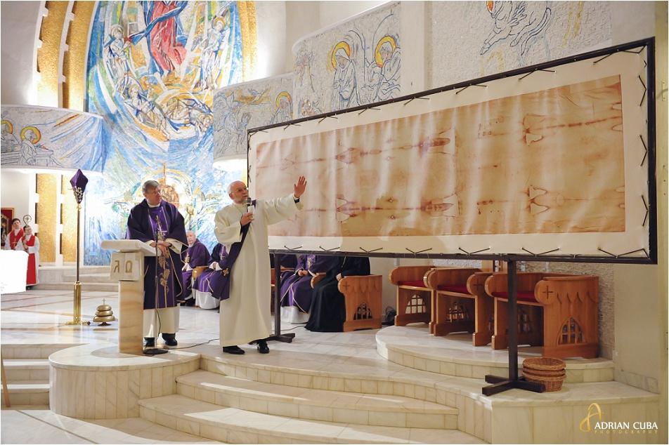 Giulgiul din Torino, in copie, a fost expus in Catedrala romano-catolica din Iasi. El a fost daruit ce catre diaconul Joachim Huneke din Grabenstätt (Germania).