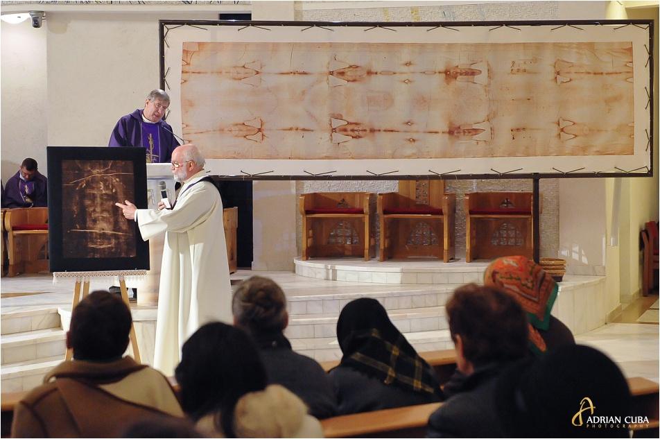 Giulgiul din Torino, in copie, a fost expus in Catedrala romano-catolica din Iasi, fiind daruit de catre diaconul Joachim Huneke din Grabenstätt (Germania)