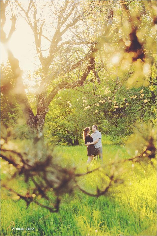 Sedinta foto logodna in Gradina Botanica din Iasi, realizata de fotograf Adrian Cuba, cu Iudita si Sergiu, 14