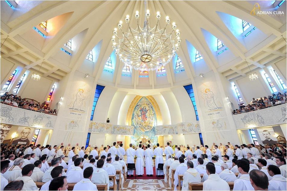 Slujba de sfintire a 29 preoti in Catedrala catolica Iasi, 2014