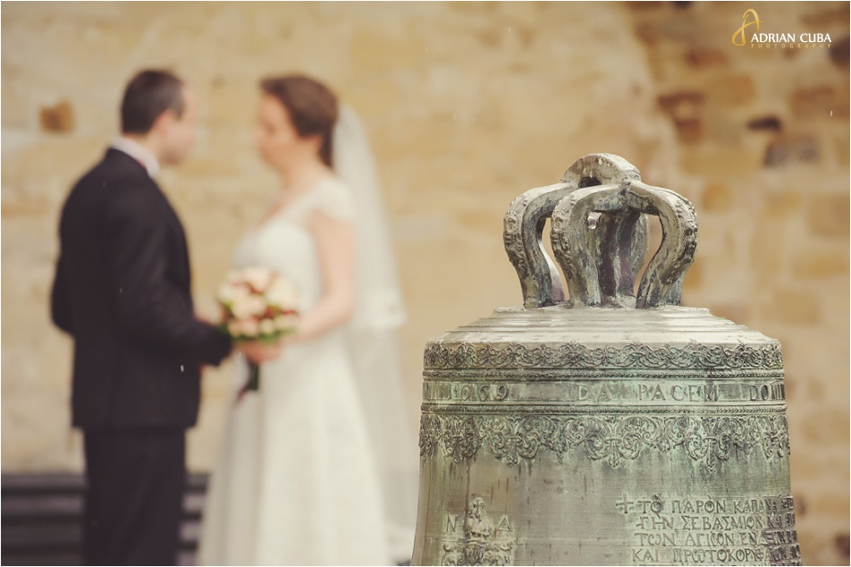 Miri tinandu-se de mana la sedinta foto nunta.