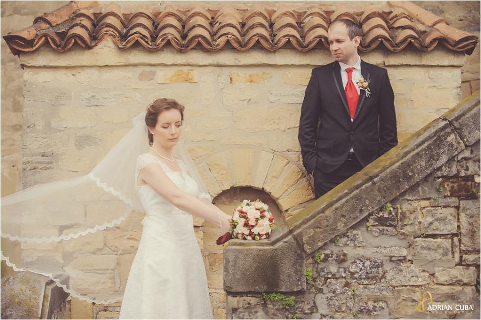 Miri si voalul miresei la sedinta foto nunta Iasi.