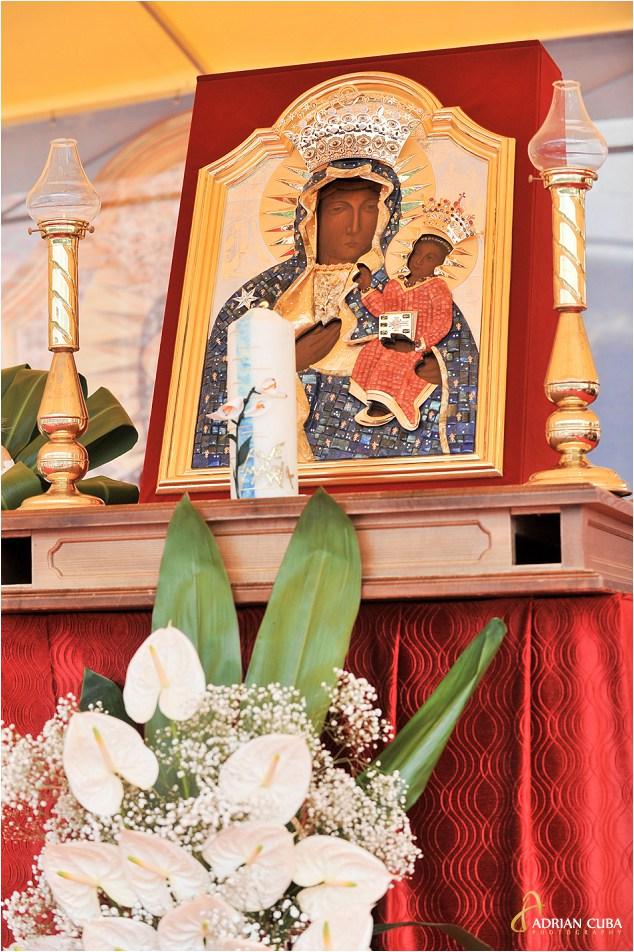 """Cacica icoana Preacuratei Fecioare Maria, copie a icoanei """"Madona Neagră"""" de la Częstochowa (Polonia)"""