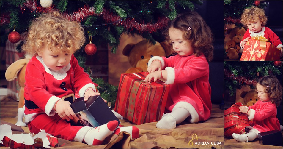 Copii despachetand cadouri la bradul de iarna