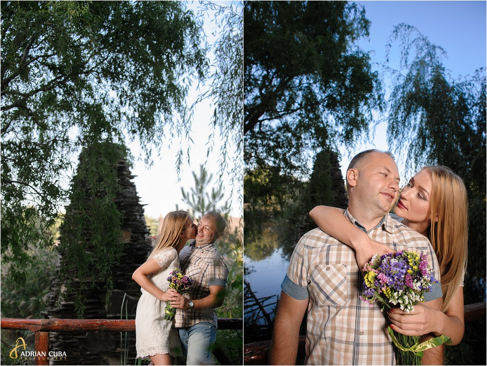 tineri sarutandu-se la sesiune foto logodna