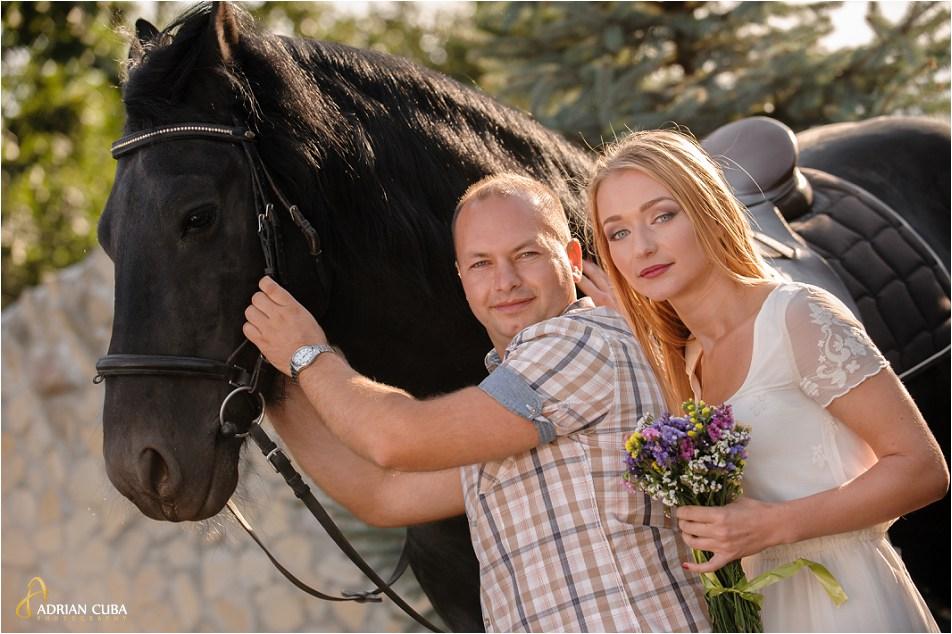 Sesiune foto logodna, tineri alaturi de cai