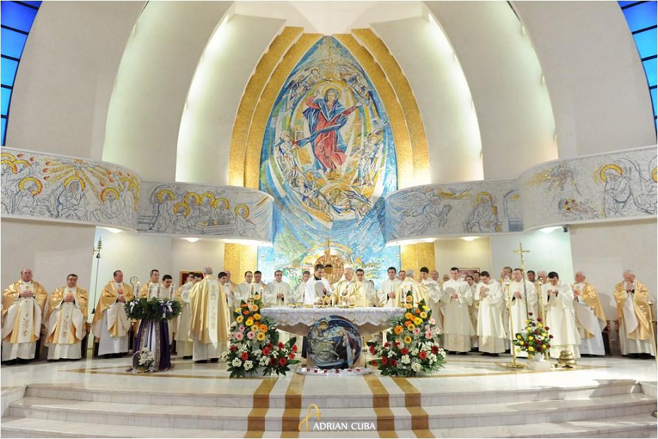 13 diaconi au fost sfintiti de catre episcopul Petru Gherghel in catedrala catolica din Iasi