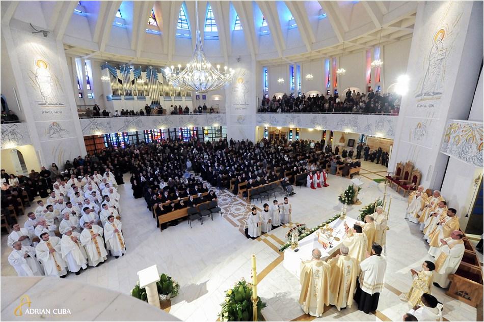 "Sfanta Liturghie celebrata in catedrala catolica ""Sfanta Fecioara Maria, Regina"" din Iasi, de catre cardinalul brazilian Joao Braz de Aviz"