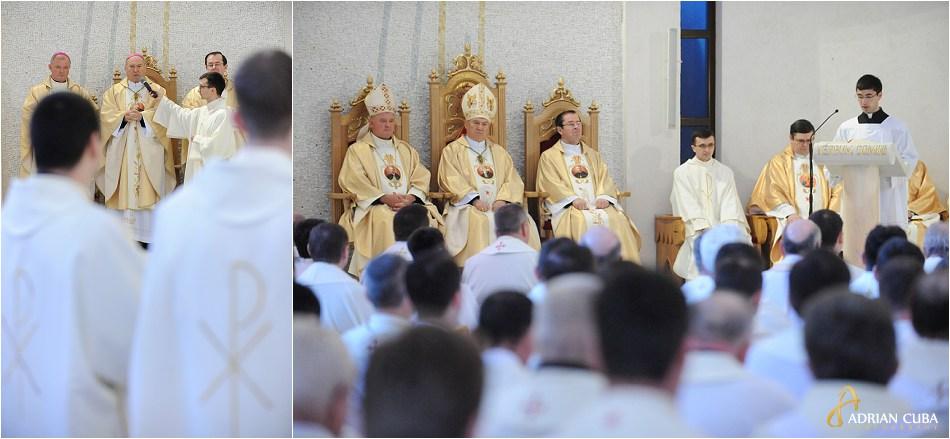 Episcopul Petru Gherghel la Liturghia crismei