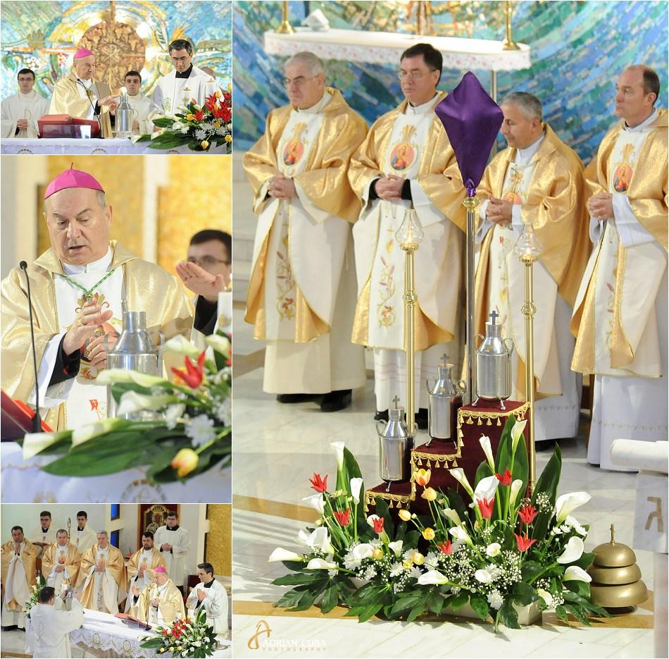PS Petru Gherghel sfinteste uleiurile la Liturghia crismei, in catedrala catolica din Iasi