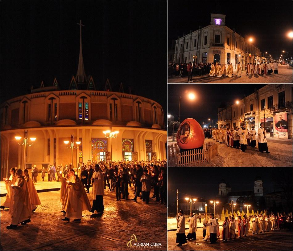 Credinciosii catolici merg in procesiune pe strazile orasului Iasi, in noaptea de Paste 2015