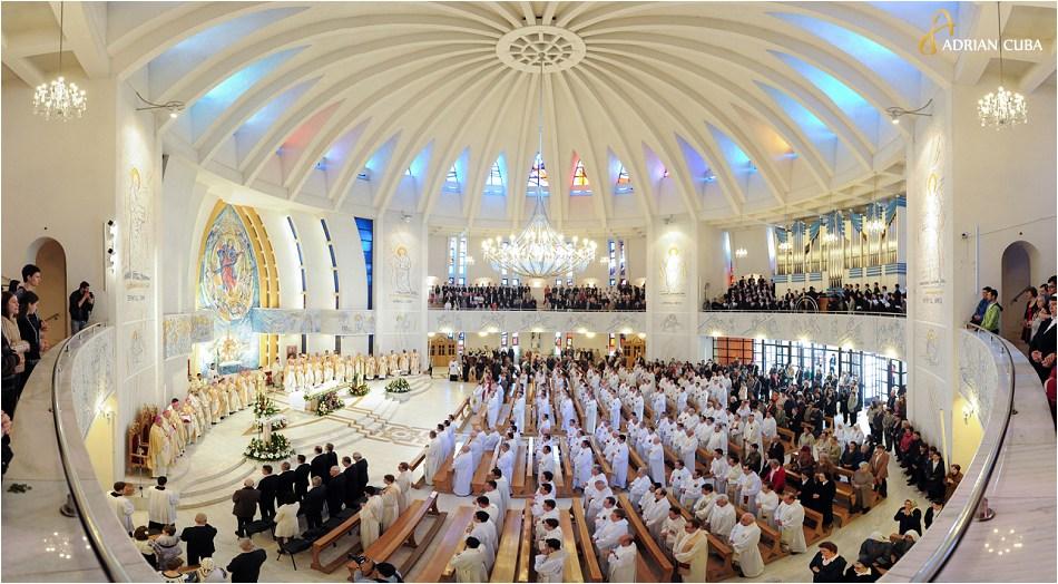 "Aniversarea a 25 ani de episcopat PS Petru Gherghel, in catedrala catolica ""Sfanta Fecioara Maria, Regina"" din Iasi"
