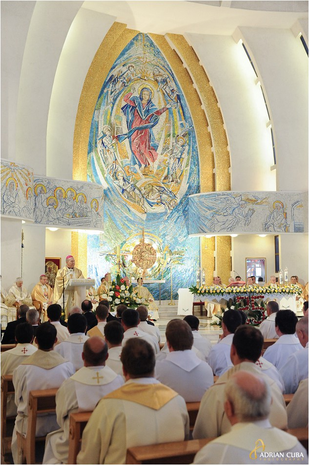 "Arhiepiscopul Ioan Robu in catedrala catolica ""Sfanta Fecioara Maria, Regina"" din Iasi."