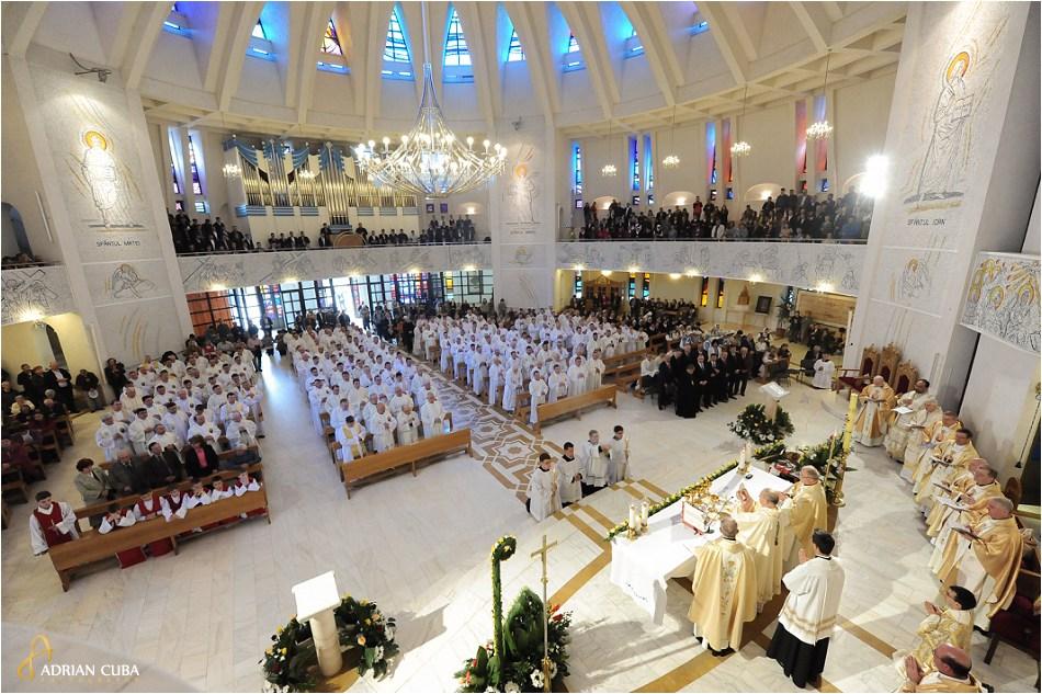 "Liturghia de aniversare a 25 ani de episcopat PS Petru Gherghel, in catedrala catolica ""Sfanta Fecioara Maria, Regina"" din Iasi."