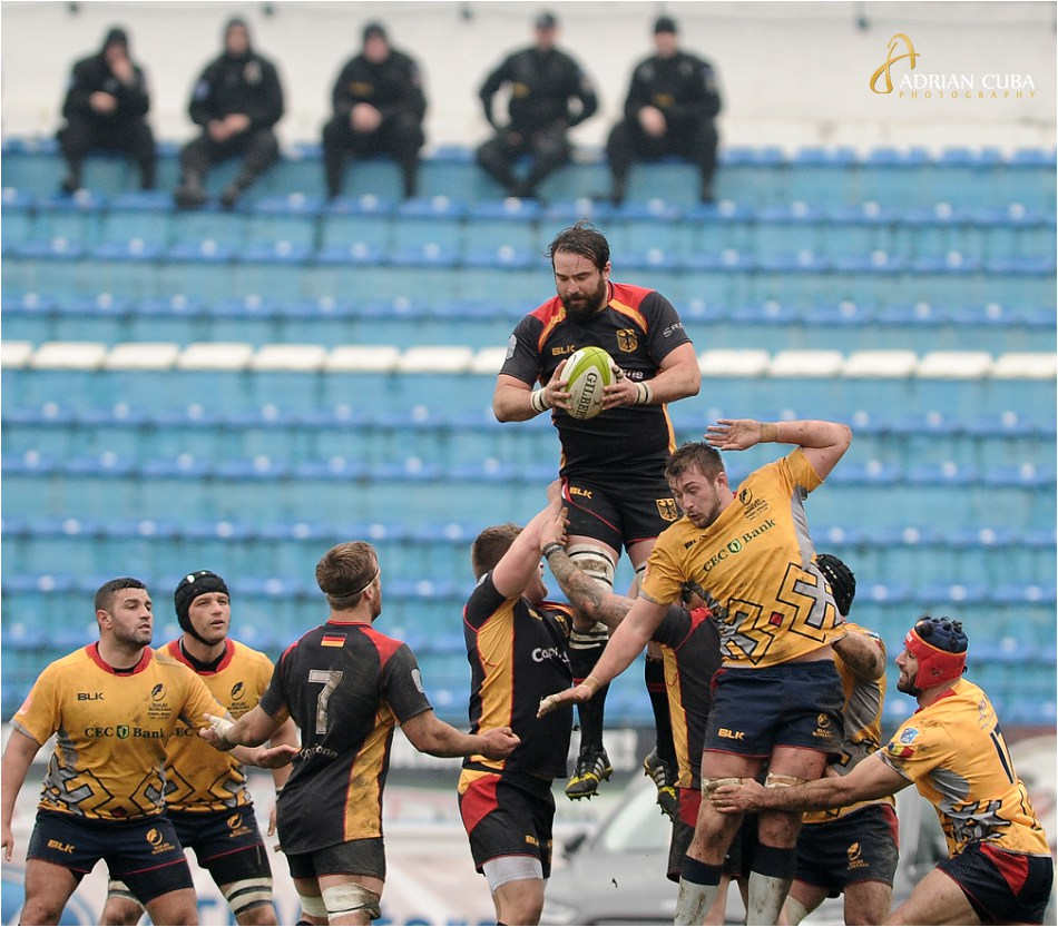 Jandarmi asista la meciul de rugby Romania-Germania